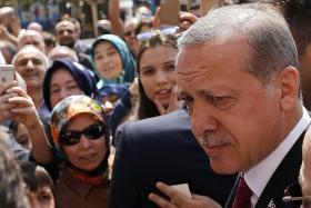 Erdogan wins Turkey referendum