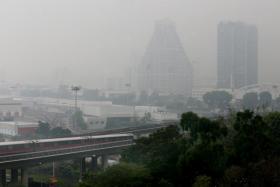 Haze shots from Blk 333 Bishan at 7am