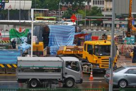 Crane topples in Outram Road