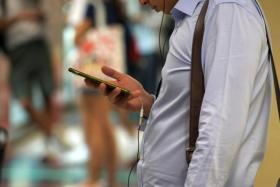 More Singaporeans booking travel plans on their phones
