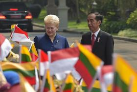 Jokowi strikes firm tone against hardliners