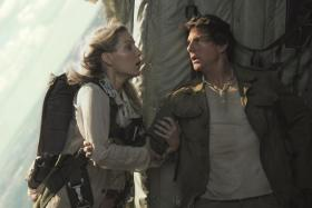 Cruise and Annabelle Wallis in The Mummy.