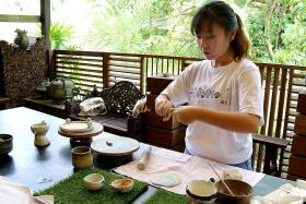 No feet of clay for granddaughter in pottery business
