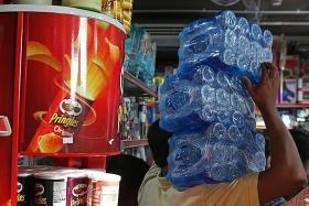 Gulf crisis prompts Qataris to stockpile food