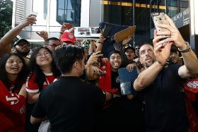 S'pore fans make Bayern, Chelsea feel welcome