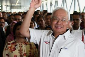 Najib denounces Mahathir's legacy, urges investors not to believe opposition alliance