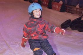 More than 1,000 ski and snow enthusiasts take part in the 1st Singapore Ski and Snow Open, the first such event in Singapore.
