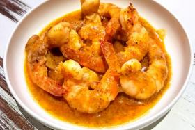 (Above): Shrimp ''All i pebre''.
