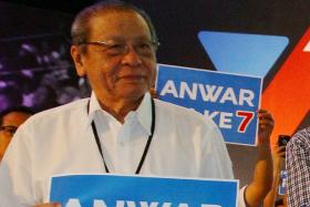 Malaysia opposition infighting may lead to ruling coalition's win