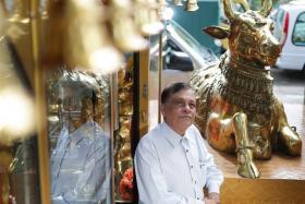 Roy Selvarajah,Hindu Casket manager.