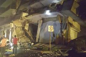 '100-year' quake hits Mexico, 32 killed