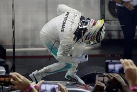 Vettel's pain, Hamilton's gain