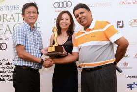 Lee Tian Beng (left) receiving the winner's trophy from Sally Chua (representing FJ) and SPH deputy CEO Patrick Daniel.
