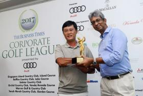 FJ Player of the Round Lim Joo Seng (left), of Team Audi, receives his trophy from Business Times news editor Ven Sreenivasan.