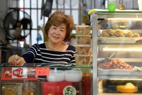 Madam Choo Hong Eng at the Kwan Inn (Geylang East) Vegetarian Food stall.