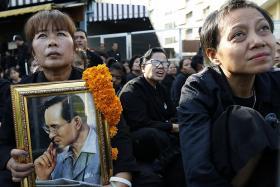 Thais bid farewell to beloved King Bhumibol