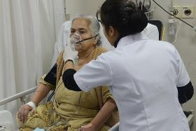 Delhi hospitals fill up as smog continues