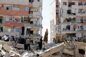 Iran-Iraq quake kills more than 300
