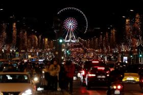 Paris votes to axe its Ferris wheel