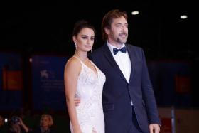 (Above) Penelope Cruz with her actor-husband Javier Bardem.