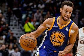 Curry sprains ankle in Warriors' comeback win
