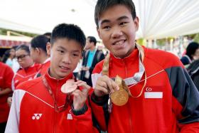 Colin Soon and Wong Zhi Wei (right).