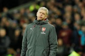Arsene Wenger not giving up on Premier League title yet