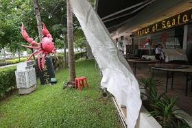 Cool weather makes restaurant blow in warm air