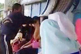 Video of M'sia man slapping  woman for not using headscarf goes viral