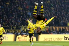 Michy Batshuayi executing a somersault as promised after scoring against Hamburg.