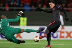 Arsenal's Mesut Oezil testing Ostersunds goalkeeper Aly Keita.