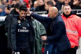 Real Madrid coach Zinedine Zidane giving Isco Alarcon some encouragement.