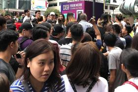 Huge crowd forms at Raffles Place for 'cash vending machine'