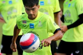 Chanathip Songkrasin, seen here training with the Thai U-23 team which won the 2015 SEA Games football gold in Singapore, helped Consadole Sapporo draw 3-3 with Cerezo Osaka.