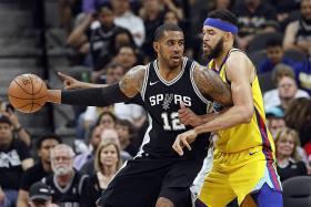 Spurs tame injury-hit Warriors