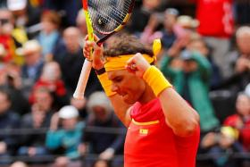 Rafael Nadal's win over Germany's Philipp Kohlschreiber helps Spain level their Davis Cup tie with Germany.