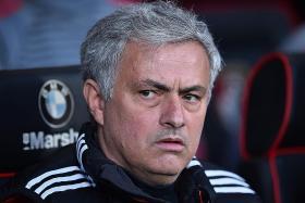 Mourinho backs under-fire Pogba