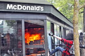Hundreds nabbed in Paris riots
