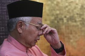 Former high ranking anti-graft officer lodges report against Najib
