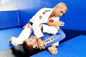 Brazilian jiu-jitsu guru Ricardo de la Riva (in white) demonstrating a move.