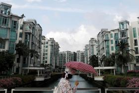Analysts: Private home prices could hit new peak by year's end