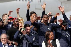 Heroes' welcome for Les Bleus