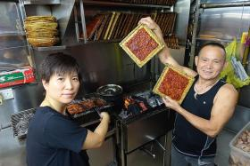 Enjoy thick, tender slices of bak kwa from a hawker stall