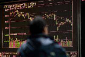 Experts say no bottom in sight for Chinese stocks