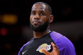 King James shines despite loss in LA Lakers debut