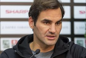 Federer talks about long-standing hand injury