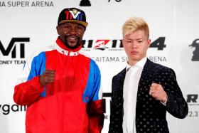 Boxer Floyd Mayweather Jr (left) posing with Tenshin Nasukawa during a news conference in Tokyo on Monday.