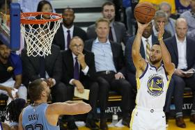 Warriors' third-quarter run to 8th win in a row