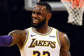 James' 26 points help Lakers to edge out Hawks