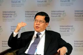 China's former trade negotiator questions tariff strategy